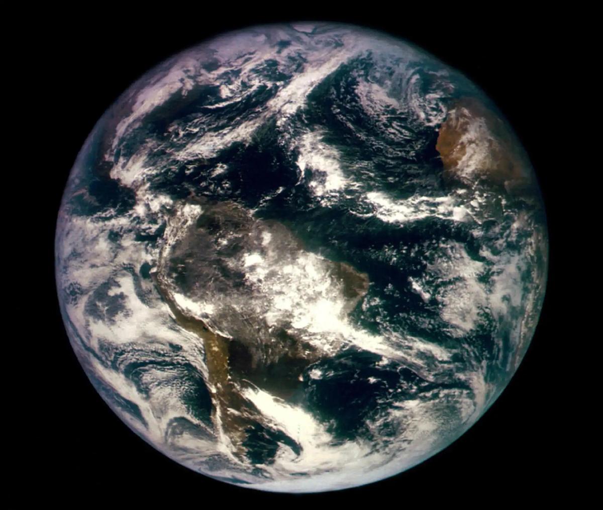 Prva fotografija Zemlje